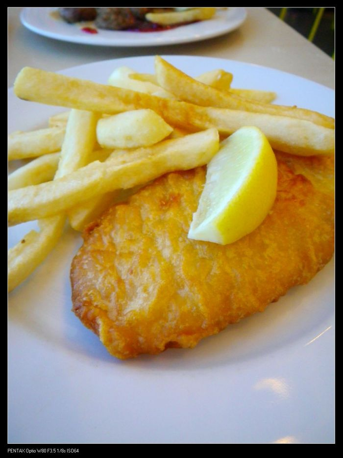 Deep fried Barramundi with chips ($4.95)